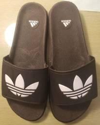 Chinelo slide adidas 42/43