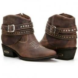Lote de botas Country femininas  35,00 o Par