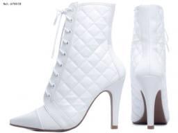 Bota bico fino feminina torricella napa e Matelassê elegante