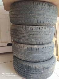 Vendo esses pneus de caminhonete aro 18