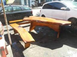 Mesa resinada feita com jaqueira