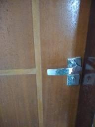 2 Portas de área interna com fechaduras