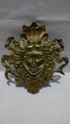 Enfeite emblema de metal para decoração