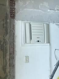 Vendo ar condicionado de parede usado
