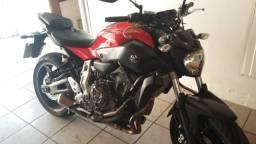 Moto MT 07 Yamaha Semi Nova - 2016