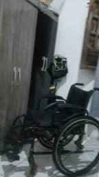 Cadeira de roda bem conservada