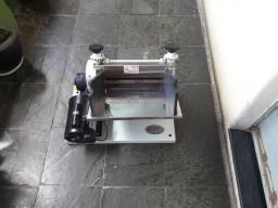 Máquina de fazer pastel elétrica