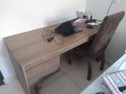 Mesa e Cadeira