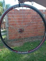 Vendo essa roda de bicicleta aro 24  não entrego