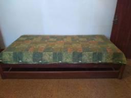 Bicama madeira com um colchão