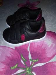 Vendo sapatos infantil alguns novos .