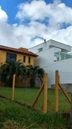 Velleda oferece belíssima casa 2 pisos com amplo pátio, cond Cantegril