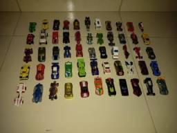 Coleção Hot Wheels (61 carrinhos e 2 motos)