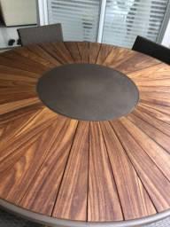 Mesa redonda com tampo giratório