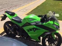 Moto Kawasaki 300 / R$15.000,00