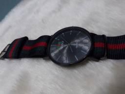 Relógio Simples GUCCI com Pulseira de Lona Unissex