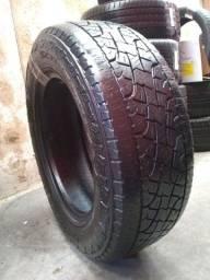 Par de pneus Pirelli 245 65 17 usado