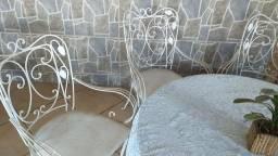 MESA de FERRO com quatro cadeiras de ferro, tampo de ardósia!