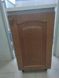 Armário de madeira para lavanderia usado