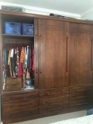 Guarda roupa de madeira