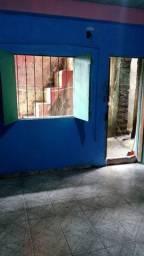 Alugo quarto com banheiro na Guanabara  200 reais