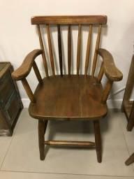 Cadeira em madeira maciça estilo móvel de demolição