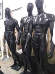 Manequim masculino preto corpo inteiro