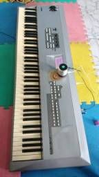 Piano sintetizador mm8 Yamaha
