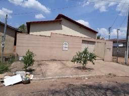 Casa em Crixás-GO, com 3 quartos a venda