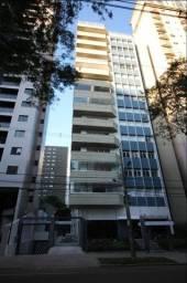 Apartamento no Batel, 3 suítes e 3 vagas.