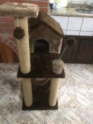 Casinha para gatos, com arranhador e rede, excelente estado de conservação