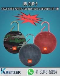 Caixa de Som Bluetooth JBL Clip 3 vermelha cinza e camuflada