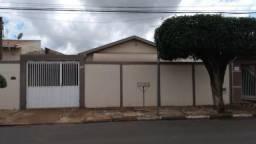 Casa com 3 quartos no Jardim Santa Rosa em Cosmópolis-SP (CA0157)
