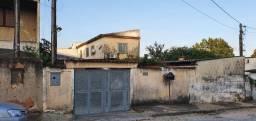Grande imóvel (duas casas e amplo quinta) com localização privilegiada