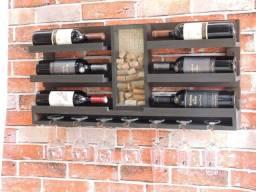Adega vinho parede madeira