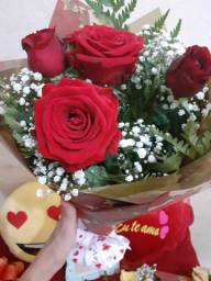 Rosas, pelúcias e chocolates