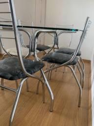 Mesa de vidro Carraro com cadeiras