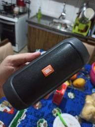 Vendo essa caixinha da JBL original está ótima de bateria.
