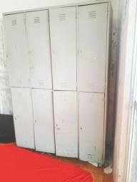 Lindo armário em metal com 8 portas