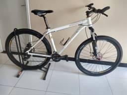Vendo bicicleta aro 29 quadro 19 aceito cartão