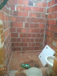 Terreno com quarto forrado e banheiro