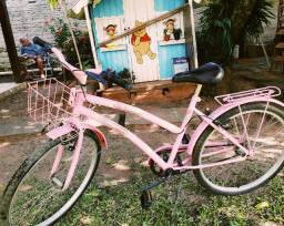 Bicicleta rosa muito pouco usada