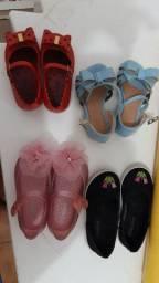 Diversos sapatinhos infantis