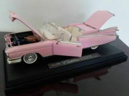 Cadillac  escala 1/18 (30 centímetros)