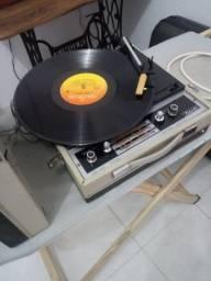 Antigo toca disco e rádio