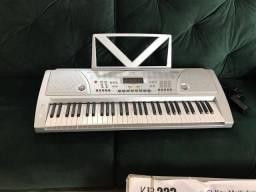 Teclado musical eletrônico