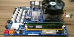 Placa mãe 775 + Processador Core Quad Q8300 + 4Gb de memória