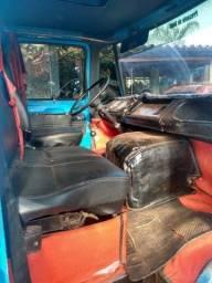 Caminhão baú  D608