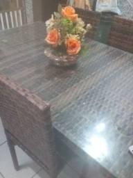Conjunto de mesa com seis cadeira não tem um ano de uso