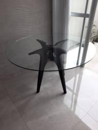 Mesa impecável com tampo de vidro!